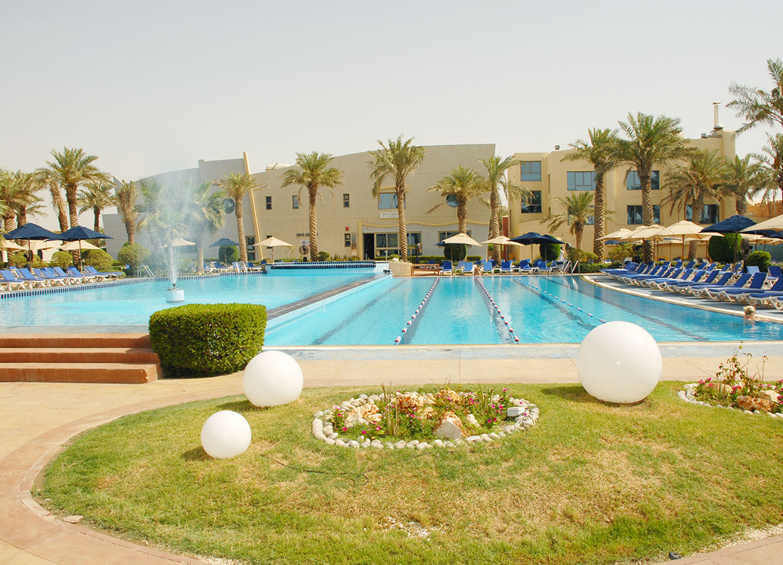 Palms Beach Club Swimming Pool